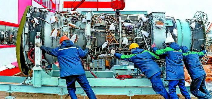 Загрузка турбины ГТЭ-25ПА в машинный зал энергоцентра «Уса» (ЛУКОЙЛ-Коми)