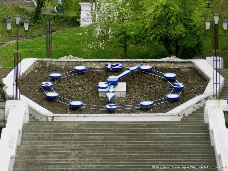 Часы на Синопской лестнице. Фото из архива В.Никифорова