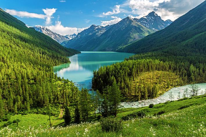 Алтай – священная земля народов Сибири.