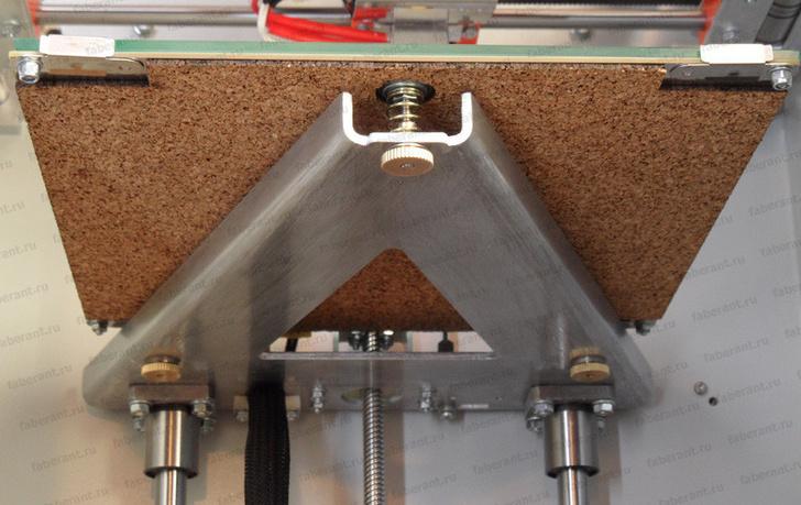 Печатный стол 3D-принтера снизу