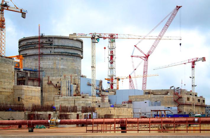На строящемся блоке №1 Ленинградской АЭС-2 завершен монтаж системы приводов управления и защиты