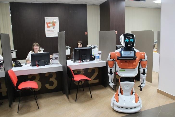В МФЦ страны начата эксплуатация отечественных роботов ассистентов