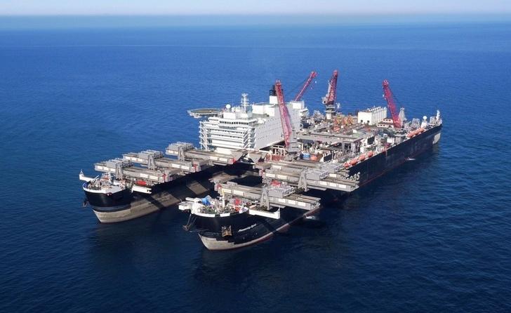 Газпром уложил более 910 километров морского участка Турецкого потока