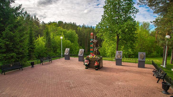 Памятник пограничнику в Уфе