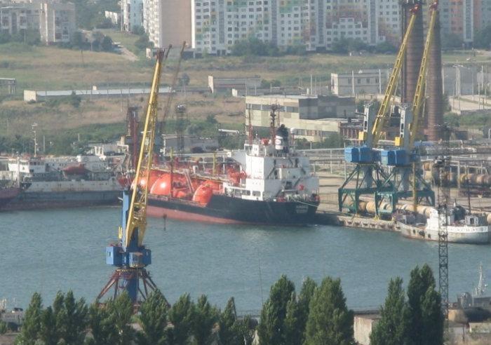 Керченский рыбный порт у причала