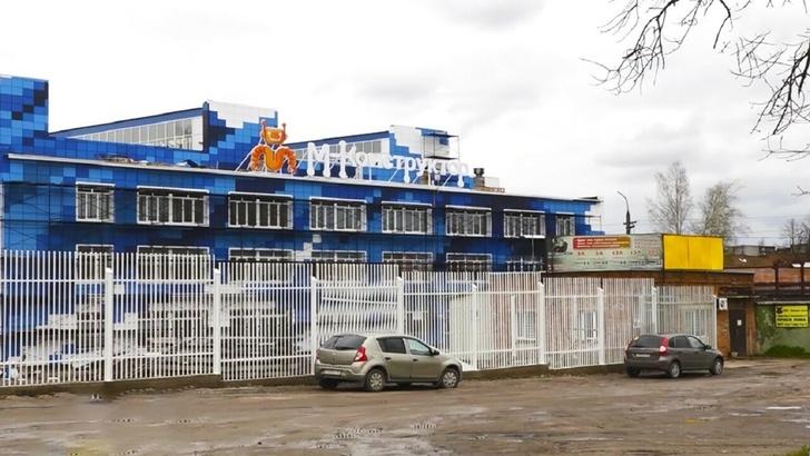 Недавно сборочный цех завода обрел новый облик: логотип, вывеску и облицовку в корпоративных цветах