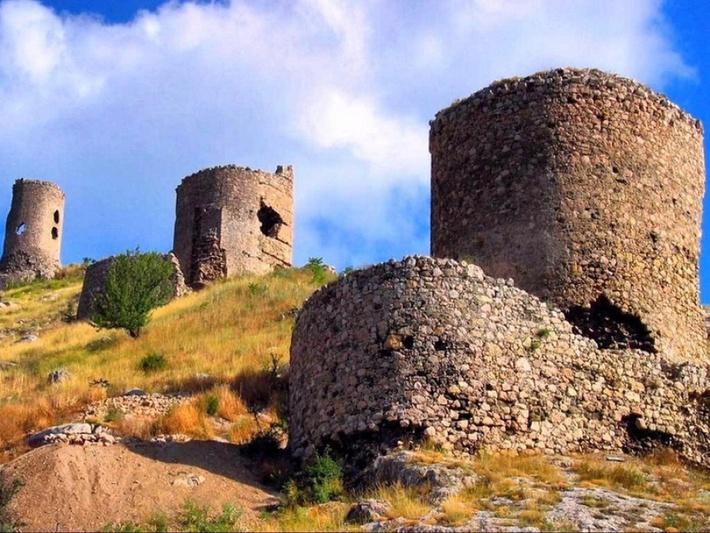 Крепость запирала Балаклавскую бухту.