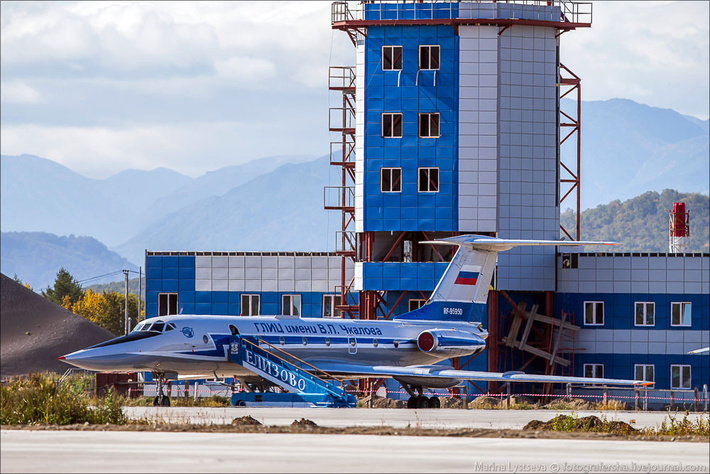 Ту-134УБ-Л у нового командно-диспетчерского пункта