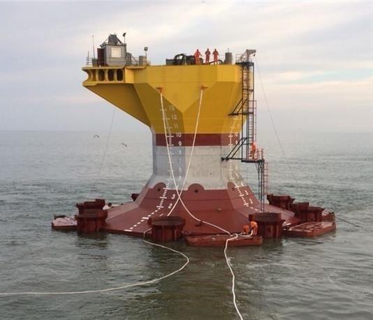 «ЛУКОЙЛ» начал установку блок-кондуктора на месторождении в Каспийском море