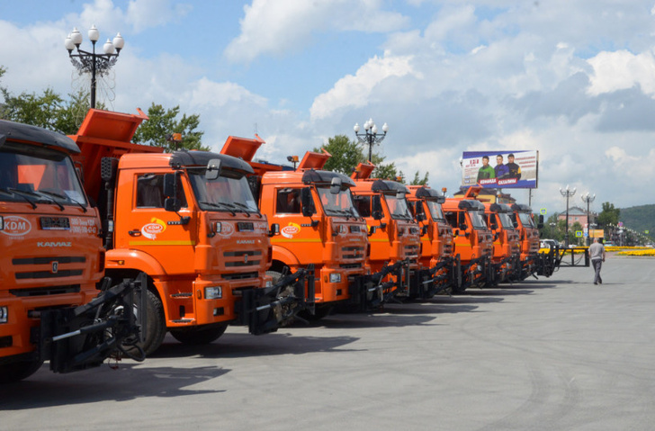 В Сахалинские муниципалитеты начала поступать новая дорожная техника на базе КамАЗ