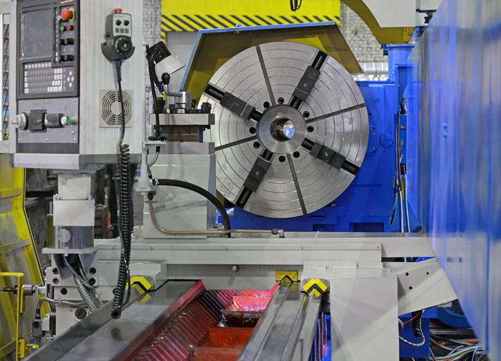 Суппорт с резцедержателем тяжелого токарного станка РТ117Ф3