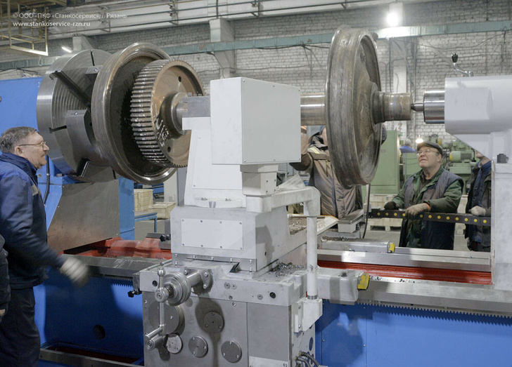 Специальный токарный станок для вырезания бандажа колёсных пар