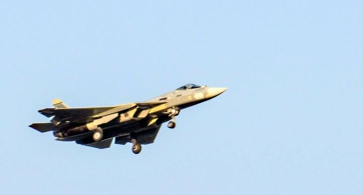 второй серийный Су-57 во время полета