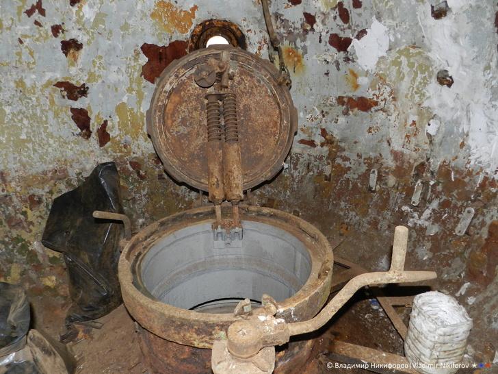 """Внутри спасательной капсулы ПЛ """"Бентос"""". Фото из архива В.Никифорова"""