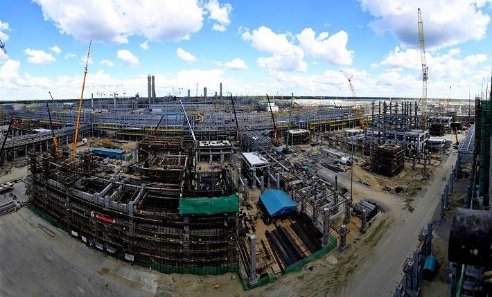 Тобольск, Тюменская область. Июль 2017. Вид на строительство установки по производству полиэтилена