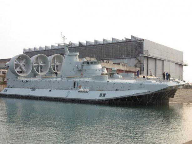 Десантный корабль на воздушной подушке «Зубр»