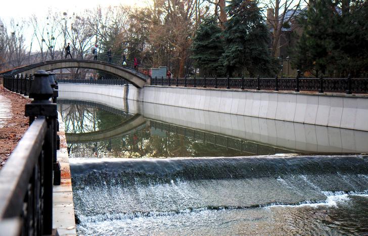 Река Салгир. Парк им. Юрия Гагарина. Крым. Симферополь.