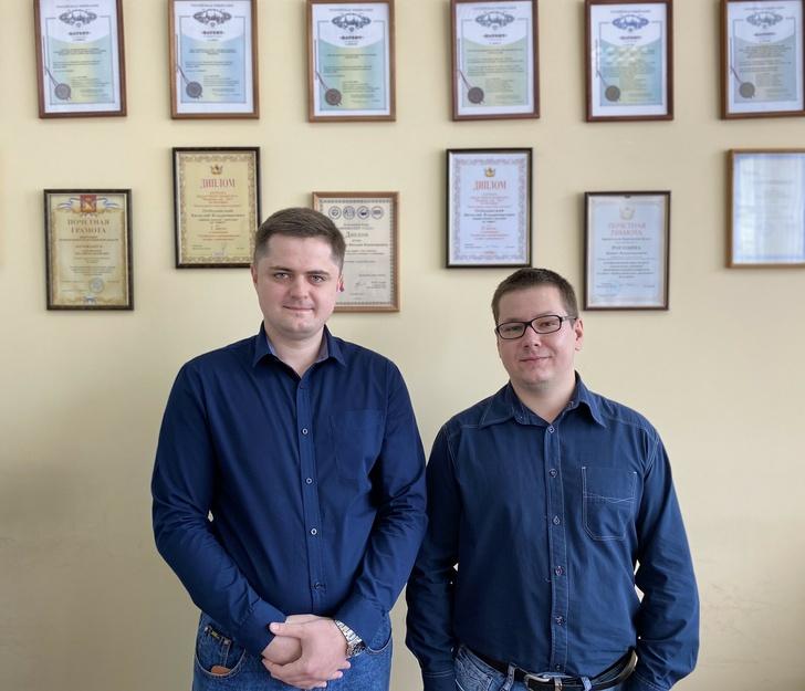 слева Виталий Побединский, справа Никита Рогозин)