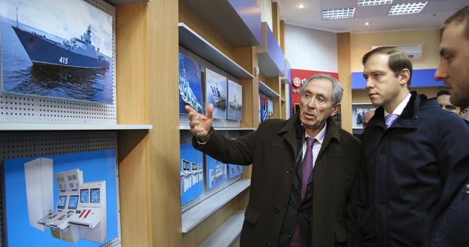 Посещение завода «Фиолент» главой Минпромторга Денисом Мантуровым, декабрь 2014