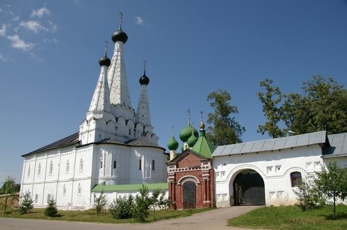 Выдающийся памятник древнерусского зодчества XVII века.
