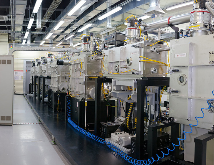 Производство «СуперОкс». Вакуумные камеры для осаждения слоев сверхпроводящей ленты.