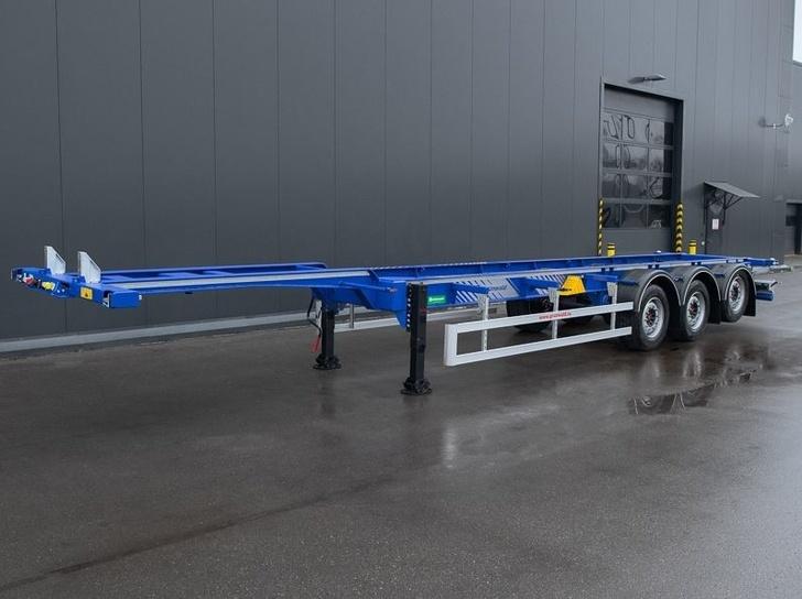 Разработанный для Литвы модифицированный низкорамный контейнеровоз для перевозки 40-футовых контейнеров High Cube