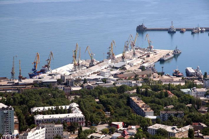 Вид на Феодосийский порт