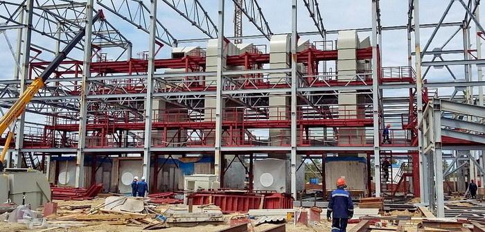 ГТЭС-24 на этапе монтажа основного оборудования – газотурбинных установок (июль 2015 года)