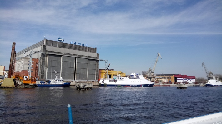 Проходя мимо судостроительного завода «Алмаз»