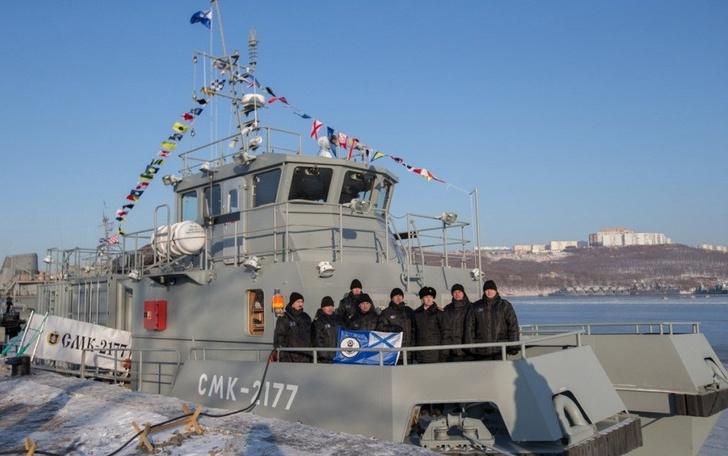 На новейшем модульном водолазном катере-катамаране ТОФ поднят Андреевский флаг