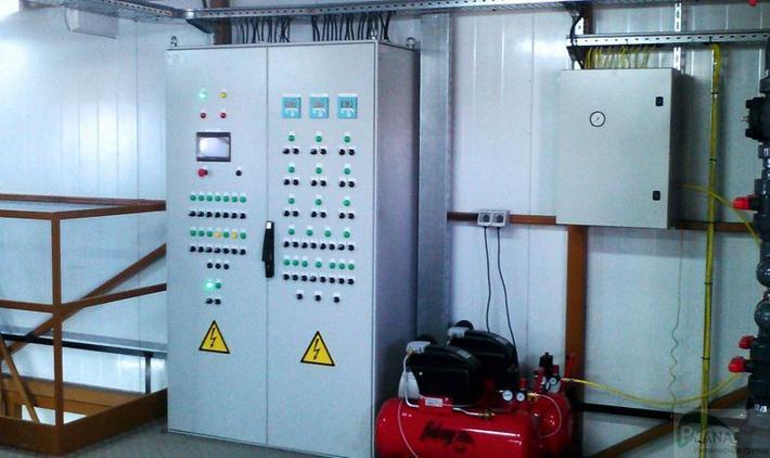 Шкаф автоматического упраавления с сенсорной панелью оператора