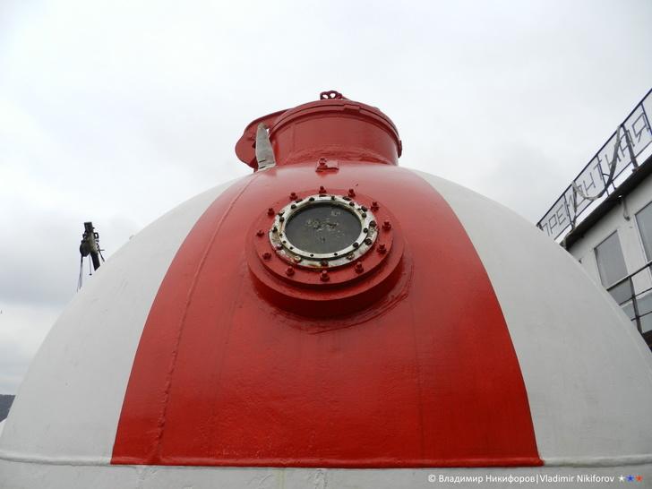 """Спасательная капсула """"Бентоса"""". После монтажа лёгкого корпуса она будет видна лишь до уровня горизонтального сварного шва. Фото из архива В.Никифорова"""