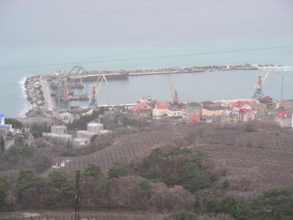 Ялтинский морской торговый порт, Грузоперевалочный комплекс