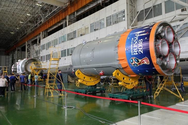 Общая сборка ракеты космического назначения на космодроме Байконур