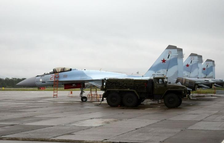 """Истребители Су-35С заступили на боевое дежурство в аэропорту """"Ясный"""" на курильском острове Итуруп"""