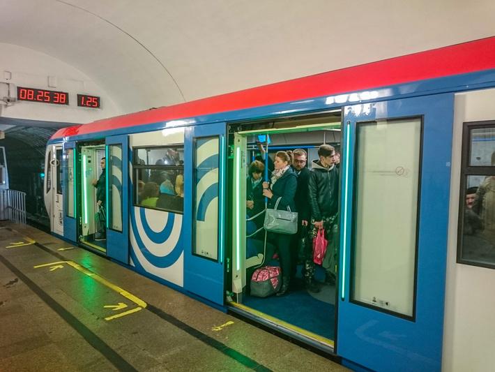 """Поезд """"Москва"""" на станции """"Пушкинская"""""""