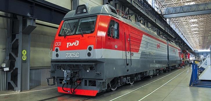 Трансмашхолдинг представил новый магистральный грузовой двухсекционный электровоз 2ЭС5С
