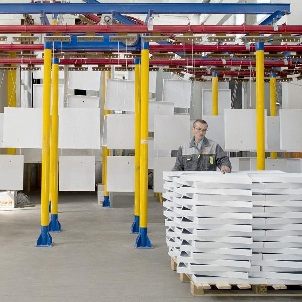 производственный цех завода Вартон