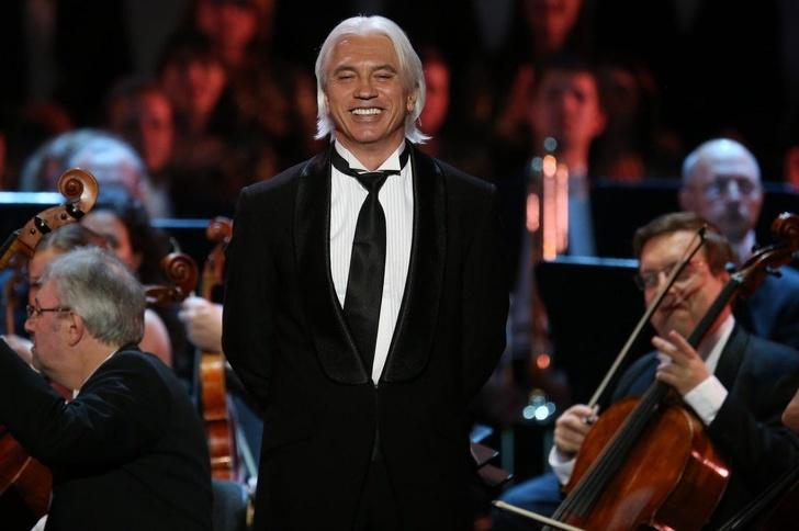 Имя Хворостовского присвоено красноярской музыкальной школе, где он учился