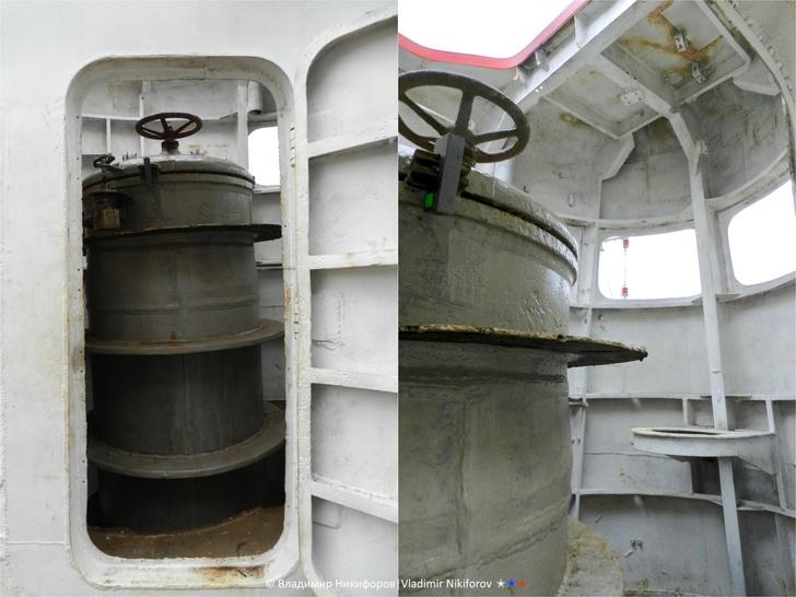 Внутри рубки вход в прочный корпус подводной лодки. Фото из архива В.Никифорова