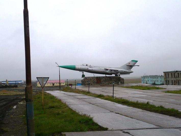 Як-28П перевезён из Белушьей Губы, на заднем плане новые сооружения