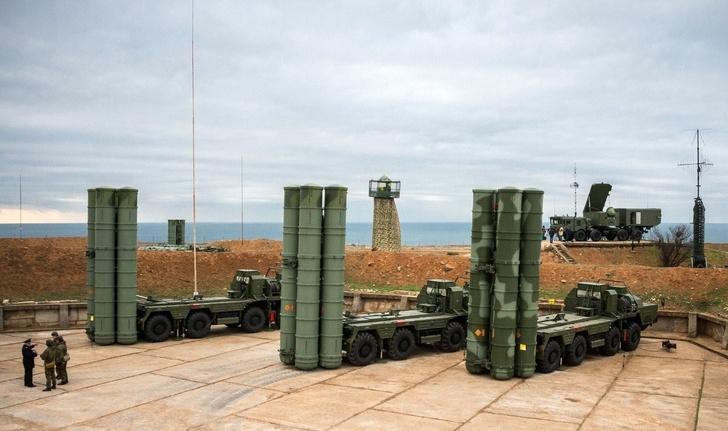 На боевое дежурство в Крыму заступил четвертый дивизион ЗРК С-400 «Триумф»