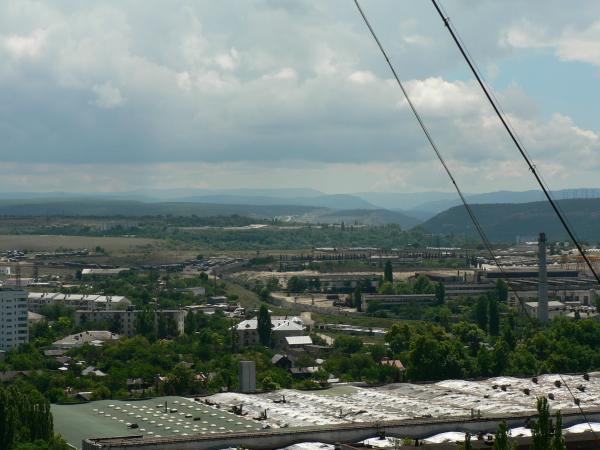 Вид на Севастопольский завод «Парус» в сторону полуострова