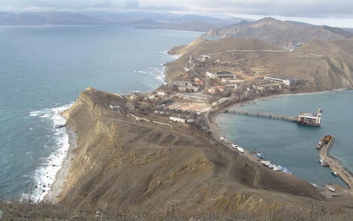 Вид на Феодосийский завод «Гидроприбор» с горы