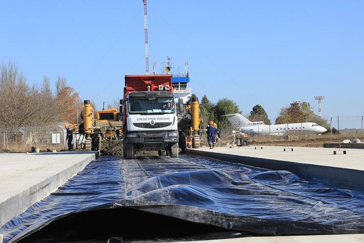 Укладка марочного бетона в верхний слой покрытия мест стоянок