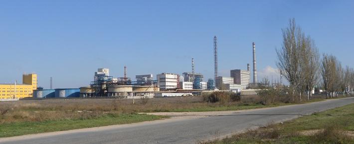Корпуса крымского содового завода в полном ракурсе