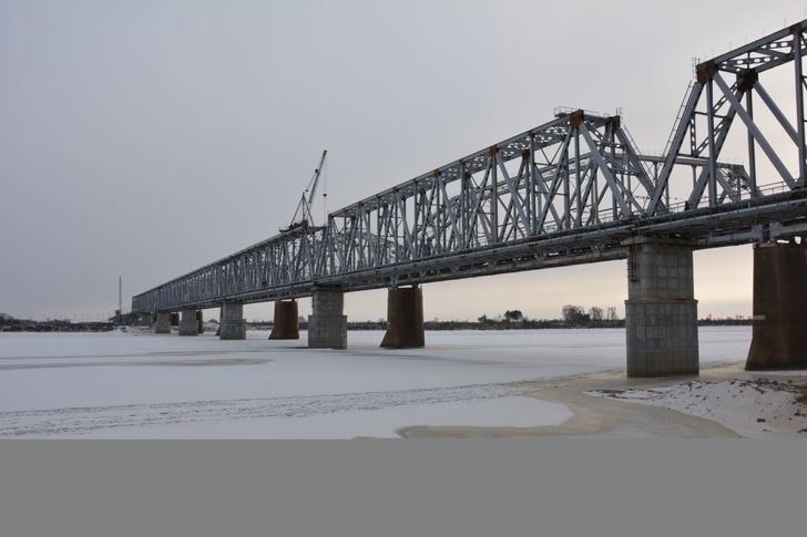 В Приамурье завершились работы по укладке железнодорожного полотна к мосту через реку Зея