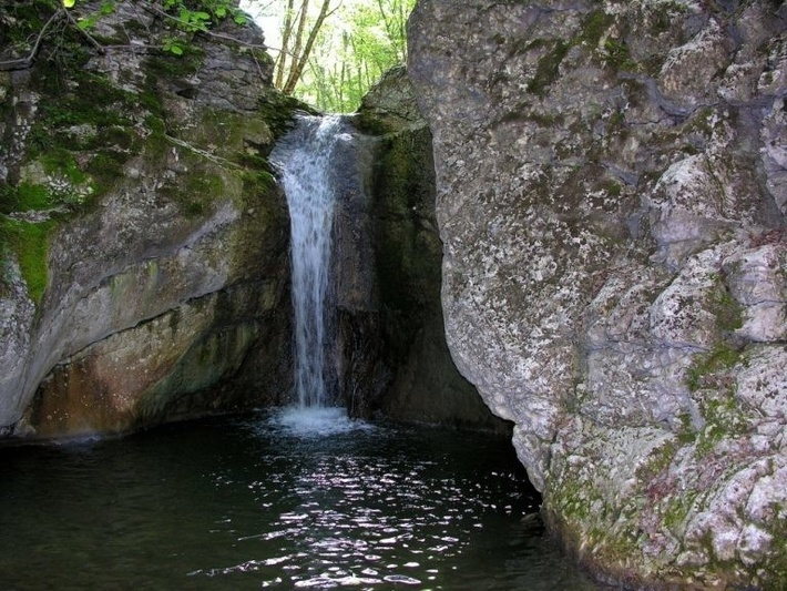 """Здесь есть водопады """"Любви"""", """"Молодости"""" и """"Здоровья""""."""