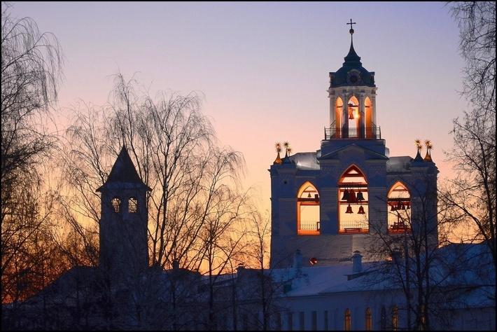 Собор возведен в 1507-1511 годах на фундаменте более древнего сгоревшего храма.