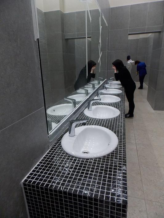 С туалетами всё в порядке, работают